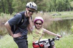 οικογενειακός αθλητι&s Στοκ φωτογραφία με δικαίωμα ελεύθερης χρήσης