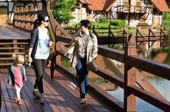 οικογενειακός περίπατος Στοκ φωτογραφία με δικαίωμα ελεύθερης χρήσης