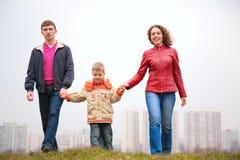 οικογενειακός υπαίθριος περίπατος πόλεων Στοκ φωτογραφίες με δικαίωμα ελεύθερης χρήσης