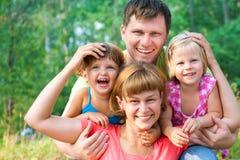 οικογενειακό ευτυχές καλοκαίρι στοκ φωτογραφίες με δικαίωμα ελεύθερης χρήσης