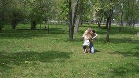 οικογενειακό ευτυχές & φιλμ μικρού μήκους