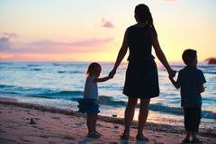 οικογενειακό ηλιοβασ Στοκ Εικόνες