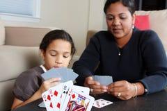 οικογενειακό παιχνίδι καρτών Στοκ εικόνα με δικαίωμα ελεύθερης χρήσης