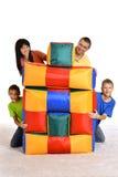 Οικογενειακό παιχνίδι με τα μαξιλάρια Στοκ φωτογραφία με δικαίωμα ελεύθερης χρήσης