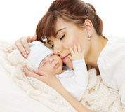 Οικογενειακό πορτρέτο μωρών μητέρων νεογέννητο, Mom με νέο - γεννημένο παιδί Στοκ εικόνες με δικαίωμα ελεύθερης χρήσης
