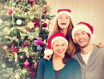 Οικογενειακό πορτρέτο Χριστουγέννων Στοκ Εικόνες