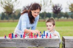 Οικογενειακό σκάκι Στοκ εικόνα με δικαίωμα ελεύθερης χρήσης