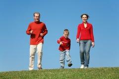 οικογενειακό τρέξιμο στοκ εικόνες με δικαίωμα ελεύθερης χρήσης