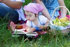οικογενειακό picnic τρία νεο στοκ φωτογραφίες