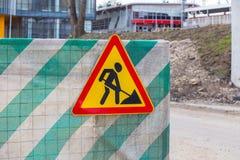 οικοδομές οδικών σημαδιών στο φράκτη Στοκ Φωτογραφία