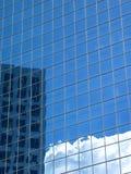 οικοδόμηση αντανακλαστ& Στοκ εικόνα με δικαίωμα ελεύθερης χρήσης