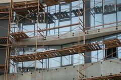 Οικοδόμηση ενός multi-storey κατοικημένου κτηρίου πολυόροφων κτιρίων στοκ εικόνα