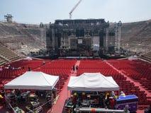 Οικοδόμηση μιας σκηνής συναυλίας Στοκ Εικόνες