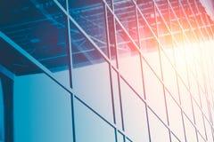 Οικοδόμηση παραθύρων γυαλιού επιχειρησιακών γραφείων Στοκ φωτογραφία με δικαίωμα ελεύθερης χρήσης
