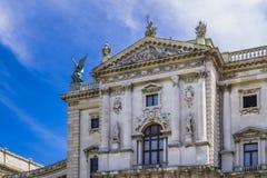 Οικοδόμηση του αυστριακού εθνικού αυτοκρατορικού παλατιού της Βιέννης Hofburg βιβλιοθήκης στοκ εικόνες