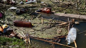 Οικολογική καταστροφή των υδάτινων πόρων Σκουπίδια από το πλαστικό φιλμ μικρού μήκους