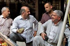 Οικονομικές διαπραγματεύσεις σε ιρακινό Κουρδιστάν. Λόγω του μεγάλου πληθωρισμού και της χαμηλής μετονομασίας - τα ποσά του Hugh σ Στοκ εικόνα με δικαίωμα ελεύθερης χρήσης