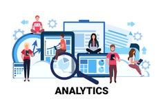 Οικονομική ανάλυση εμπορικών στατιστικών εργασίας ομάδων γυναικών ανδρών έννοιας analytics γραφικών παραστάσεων 'brainstorming' ε ελεύθερη απεικόνιση δικαιώματος