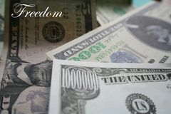 Οικονομική ελευθερία με 7 αριθμούς σε Bill υψηλούς - ποιότητα Στοκ εικόνα με δικαίωμα ελεύθερης χρήσης