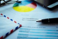 Οικονομική επιστολή σχεδίων, επιχειρησιακή έννοια, οικονομική ανάλυση - εισοδηματική δήλωση στοκ φωτογραφίες