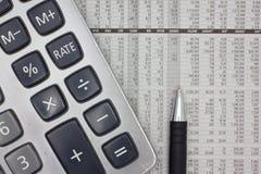 οικονομική εργασία εκθέσεων επιχειρηματιών Στοκ Φωτογραφία