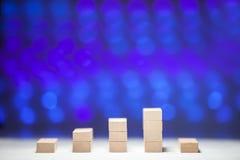 Οικονομική ξύλινη γραφική παράσταση στοκ φωτογραφία με δικαίωμα ελεύθερης χρήσης