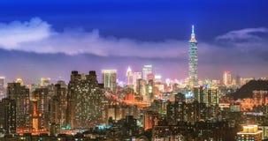Οικονομική περιοχή στη Ταϊπέι τη νύχτα (δικαίωμα καροτσιού) απόθεμα βίντεο