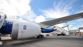 Οικονομική στην κατανάλωση βενζίνης και χαμηλή εκπομπή Rolls-$l*royce Trent 1000 μηχανή του Boeing 787 Dreamliner στη Σιγκαπούρη A Στοκ εικόνες με δικαίωμα ελεύθερης χρήσης