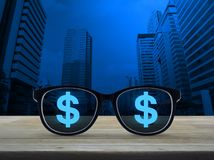 οικονομική χρυσή επιτυχία διαγραμμάτων έννοιας νομισμάτων βελών στοκ φωτογραφία με δικαίωμα ελεύθερης χρήσης