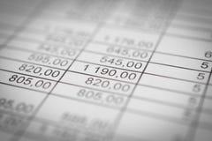 Οικονομικοί αριθμοί σε μια κινηματογράφηση σε πρώτο πλάνο αφαίρεση Στοκ Εικόνες