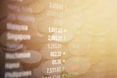 Οικονομικός ειρηνικοασιατικός πίνακας αγοράς χρηματιστηρίου στο υπόβαθρο νομισμάτων Στοκ Εικόνες