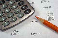Οικονομικός επιχειρησιακός υπολογισμός με τον απολογισμό στοκ εικόνες