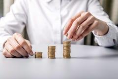 οικονομικός προγραμματισμός ποντικιών γραφικών παραστάσεων δολαρίων τραπεζογραμματίων στοκ εικόνα με δικαίωμα ελεύθερης χρήσης