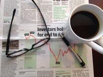 Οικονομικό έγγραφο πρωινού Στοκ εικόνα με δικαίωμα ελεύθερης χρήσης