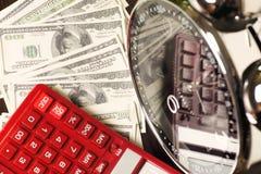 οικονομικό λευκό εκθέσεων πεννών oer διαγραμμάτων ανασκόπησης Ο χρόνος είναι χρήματα και πλούτος χρόνος λειτουργίας χρημάτων ιδεώ Στοκ Εικόνες