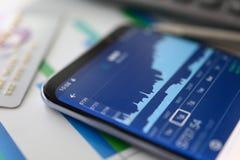 Οικονομικό analytics Εμπόριο γραφικών παραστάσεων αύξησης Στοιχεία χρηματιστηρίου στοκ φωτογραφίες