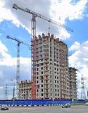 Οικοδόμηση ενός multi-storey κτηρίου στοκ εικόνα με δικαίωμα ελεύθερης χρήσης