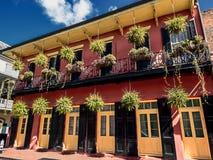 Οικοδόμηση με το μπαλκόνι και τις εγκαταστάσεις 5 γαλλική συνοικία Νέα Ορλεάνη Στοκ εικόνες με δικαίωμα ελεύθερης χρήσης