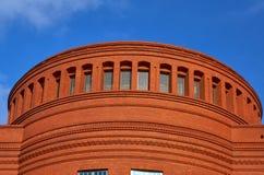Οικοδόμηση προσόψεων τούβλου τεμαχίων Στοκ εικόνα με δικαίωμα ελεύθερης χρήσης