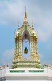 Οικοδόμηση του κουδουνιού στο ναό του Βούδα με το μπλε ουρανό Στοκ Φωτογραφίες