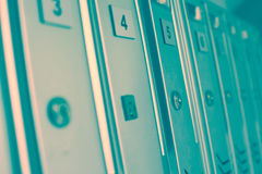 Οικοδόμηση των ταχυδρομικών θυρίδων σε μια σειρά Στοκ φωτογραφία με δικαίωμα ελεύθερης χρήσης