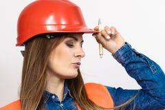 Οικοδόμος κατασκευής μηχανικών γυναικών στο κράνος Στοκ Φωτογραφία