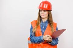 Οικοδόμος κατασκευής μηχανικών γυναικών στο κράνος Στοκ Φωτογραφίες