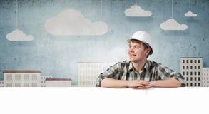Οικοδόμος με τον πίνακα διαφημίσεων Στοκ φωτογραφία με δικαίωμα ελεύθερης χρήσης