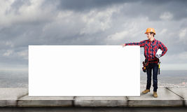 Οικοδόμος με το έμβλημα Στοκ εικόνα με δικαίωμα ελεύθερης χρήσης