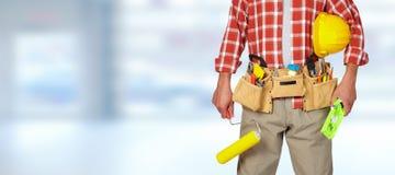 Οικοδόμος handyman με τον κύλινδρο χρωμάτων Στοκ φωτογραφία με δικαίωμα ελεύθερης χρήσης