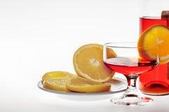 Οινοπνευματώδες ποτό με το πορτοκάλι Στοκ Εικόνες