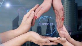 Οι άνδρες ` s, οι γυναίκες ` s και τα χέρια παιδιών ` s παρουσιάζουν υποστήριξη ολογραμμάτων απόθεμα βίντεο