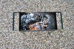 Οι άνθρακες στη σχάρα Στοκ φωτογραφία με δικαίωμα ελεύθερης χρήσης