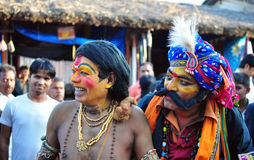 Οι άνθρωποι έντυσαν επάνω ως μυθολογικοί χαρακτήρες στην Ινδία στοκ φωτογραφία